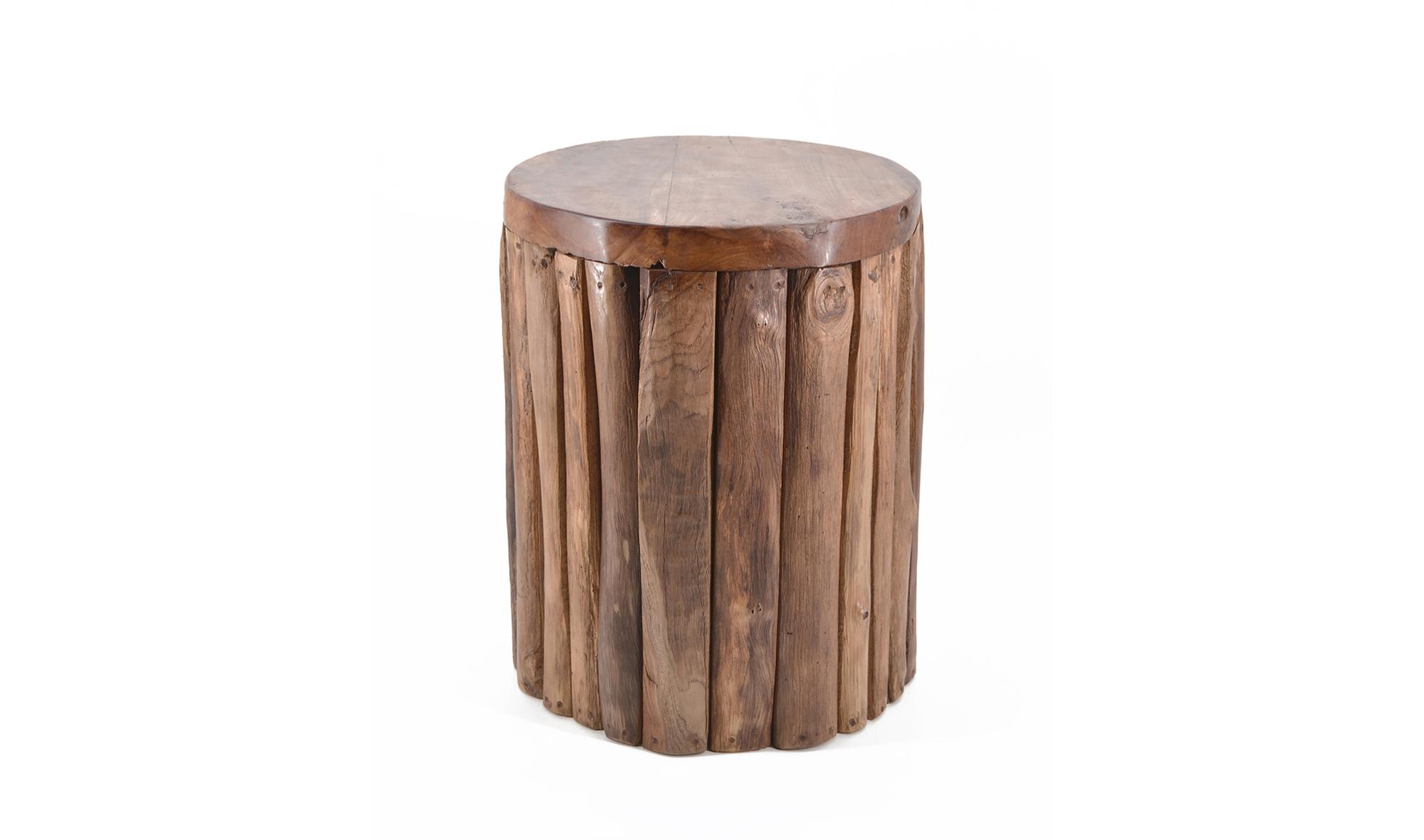 Taburete bajo troncos verticales teca