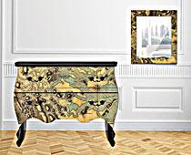 Muebles y cuadros con mapas