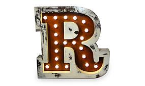 Aplique letra R marrón