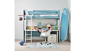 Dormitorio juvenil con zona de estudio bajo la litera