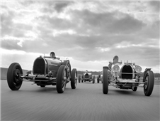 Grand prix racecars in historic car race