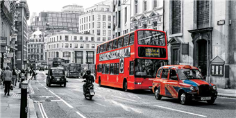 Cuadro canvas buses and cabs in a london street