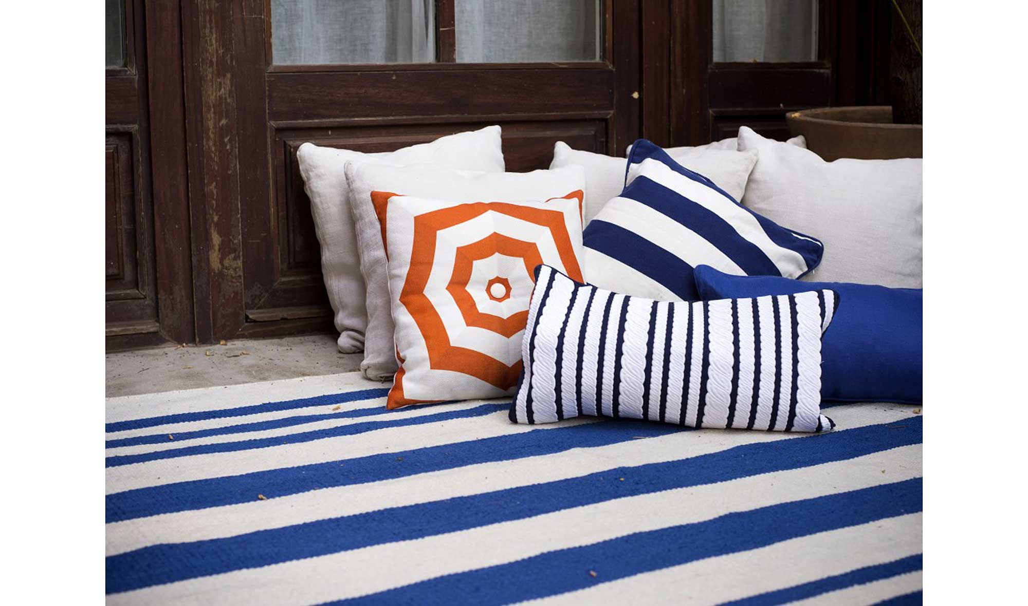 alfombra rayas azul en portobellostreet.es