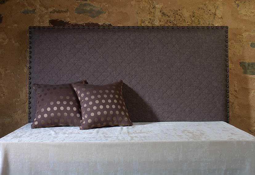 Cabecero liso tapizado con tachuelas en Portobellostreetes