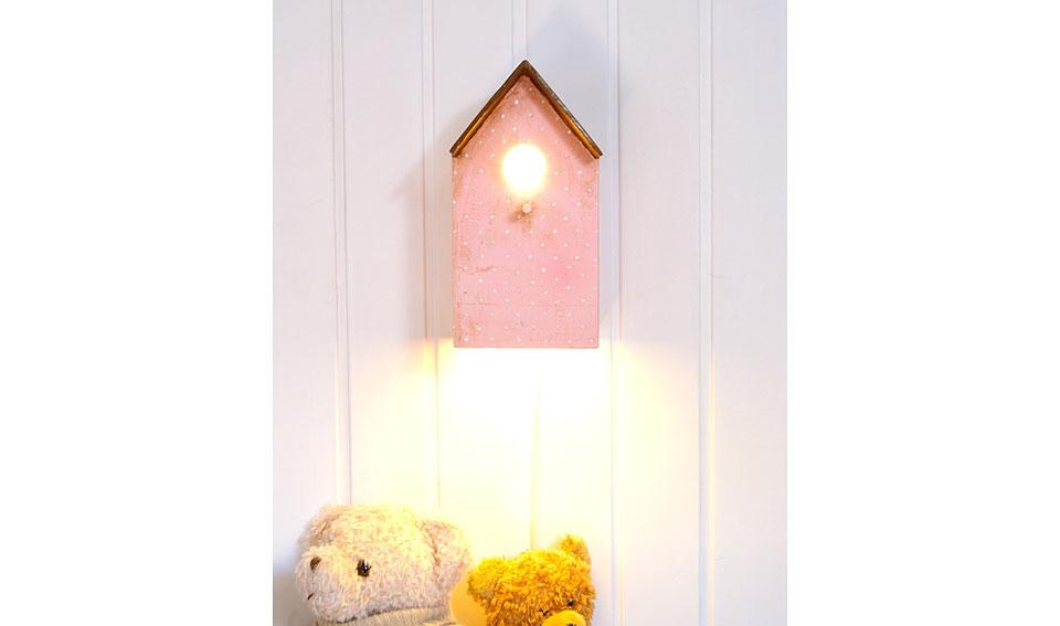 Lampara casita en color rosa
