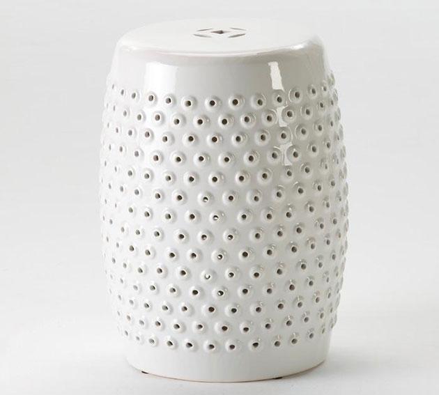 Taburete bajo cerámica curvo blanco