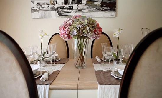 Comedor con detalles en la mesa