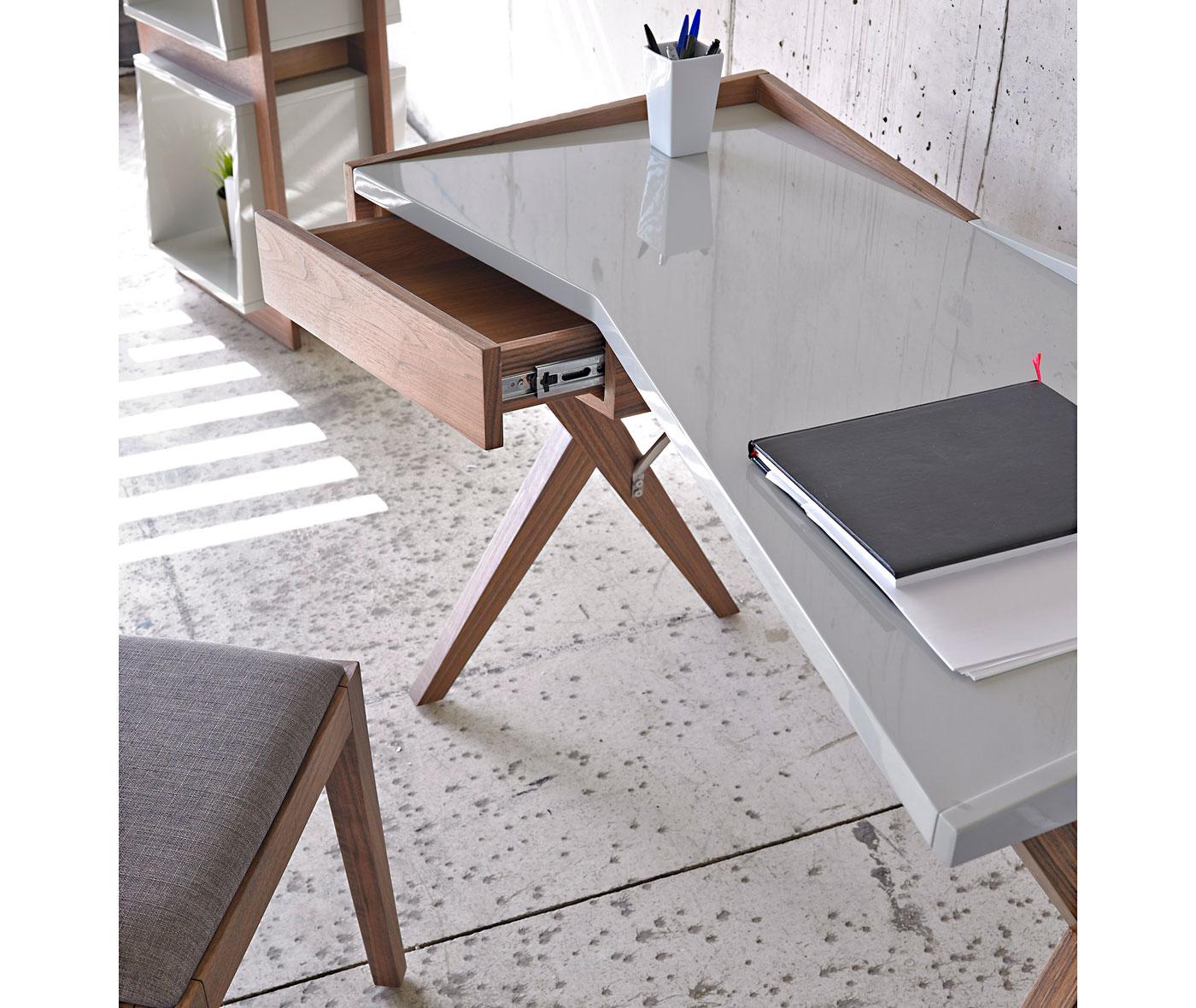 Mesa de escritorio moderna zenli en cosas de for Mesa escritorio moderna