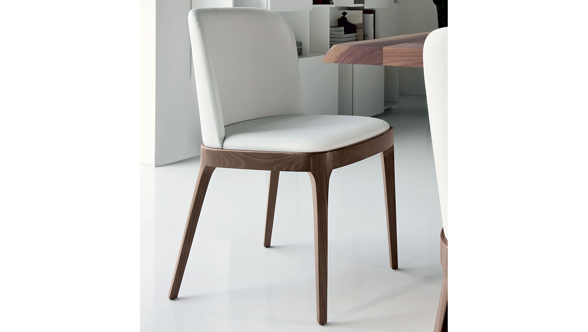 Silla moderna magda cattelan en for Sillas muebles