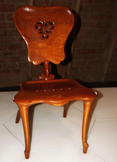 Silla gaud calvet en cosas de arquitectoscosas de arquitectos for Gaudi muebles