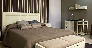 Dormitorio Colonial Blanco - Cabeceros y Camas de Madera - Muebles Coloniales y Muebles Rústicos